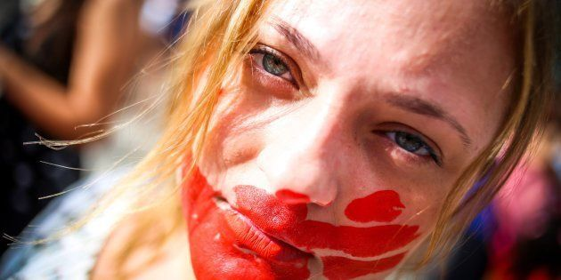Protesto contra violência doméstica após caso de