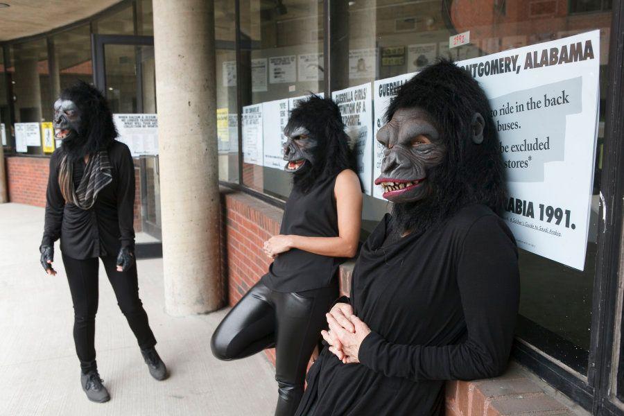 O coletivo Guerrilla Girls permanece em anonimato há 30