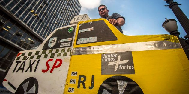 Centenas de taxista protestam em São Paulo contra aplicativos de