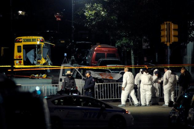 Polícia investiga a cena do crime em Manhattan, Nova