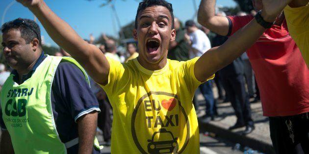 Motorista de táxi em protesto no Rio de Janeiro contra aplicativos de