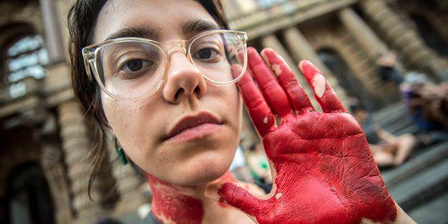 Mulheres protestam contra violência contra a