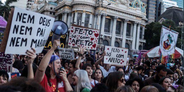 Grupos em defesa dos direitos das mulheres organizaram as manifestações em cidades como São Paulo, Rio...