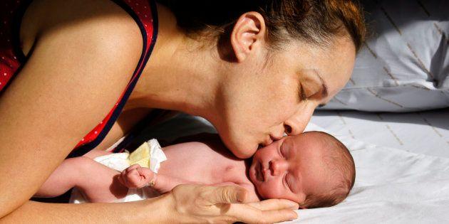 Proposta anti-aborto da bancada religiosa deixa pedido de aumento de licença-maternidade para mães de...