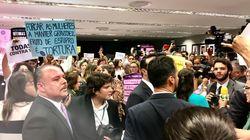 'Deputado, o senhor já foi estuprado?': Mulheres tomam conta da comissão da PEC contra o