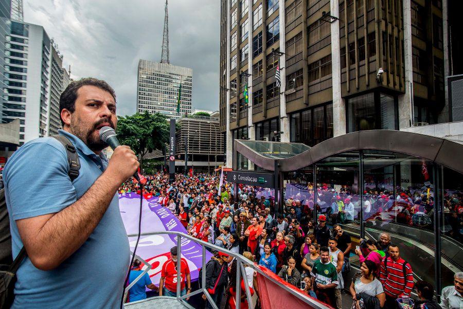 Boulos em manifestação contra o governo do presidente Michel Temer no meio do ano