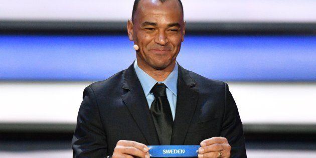 O ex-lateral da seleção brasileira Cafu, campeão mundial em 1994 e 2002 com a seleção brasileira, foi...