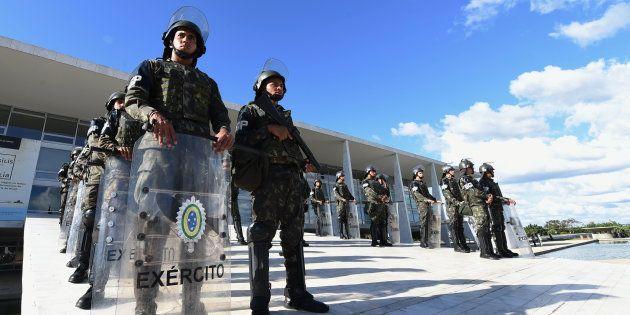Ministério Público Militar no Rio de Janeiro denunciou 11 pessoas, inclundo seis militares, pelos crimes...