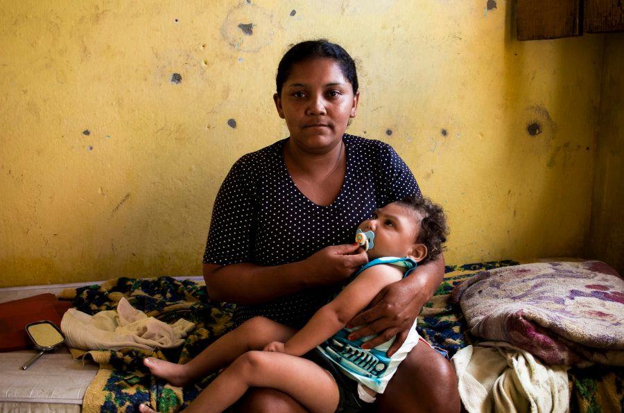 Patrícia Santos Silva, com o filho Gabriel,