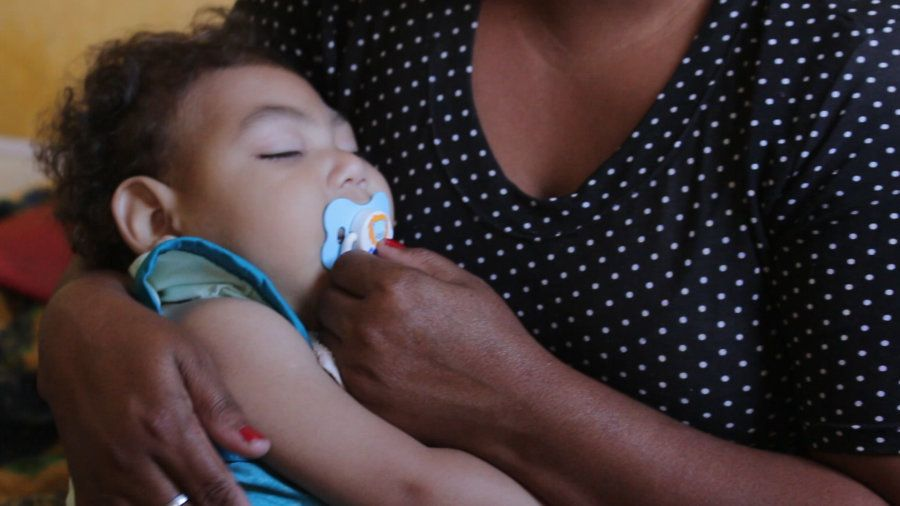 Infectada com zika na gravidez, Patrícia Santos soube quando Gabriel nasceu que ele tinha