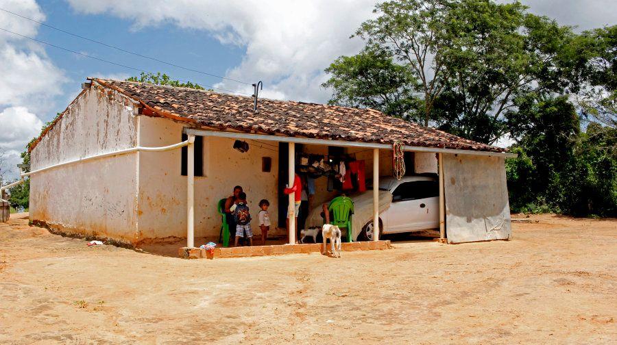 Na zona rural de Inhapi (AL), Rosângela divide a casa com o marido e oito filhos, um deles com microcefalia...