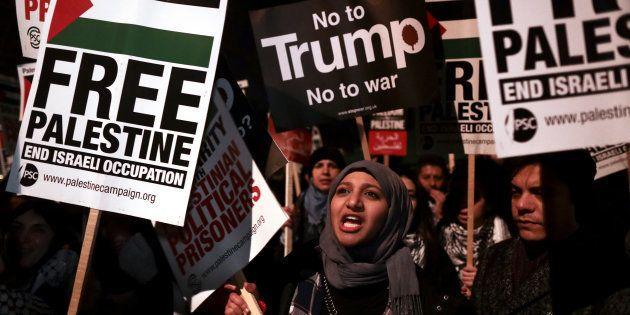 A decisão provocou uma onda de protestos pela Faixa de Gaza e Cisjordânia que já contabiliza mais de...