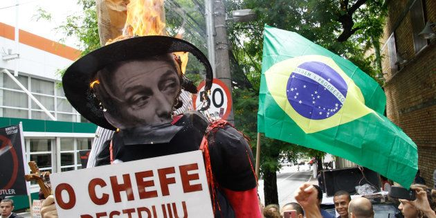Manifestantes protestam contra a vinda da filósofa Judith Butler ao Brasil, na frente do Sesc Pompéia,...