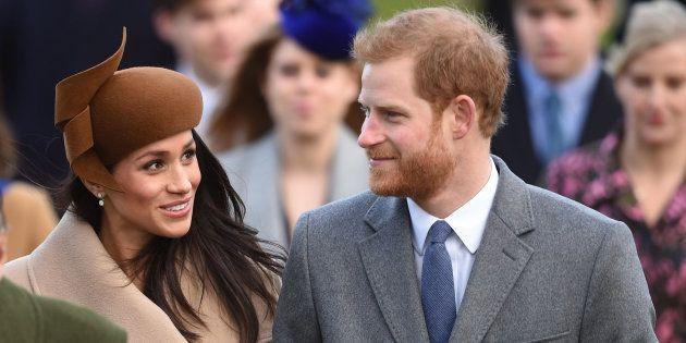 Meghan Markle e Príncipe Harry pela primeira vez na missa de Natal da família