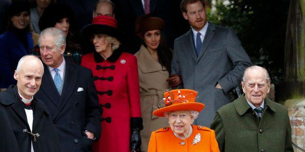 Rainha Elizabeth II e príncipe Phillip na missa natalina da família real