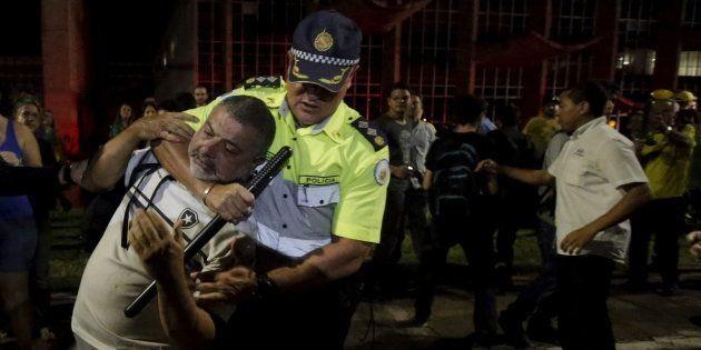 O abuso de militares e policiais também atinge os colegas,aumenta a violência e cria atritos até mesmo...