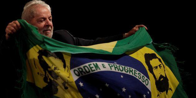 O ex-presidente Lula foi condenado a nove anos e seis meses de prisão por corrupção passiva e lavagem...