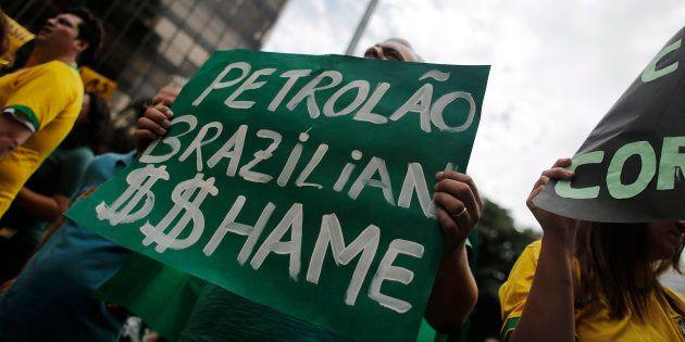Após quatro anos de Operação Lavo Jato, a Petrobras recuperou menos de R$ 1,5 bilhão do prejuízo de R$...
