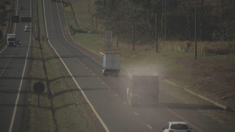 Representante da indústria diz que poluição decorre do pó das estradas, resultante do transporte das...