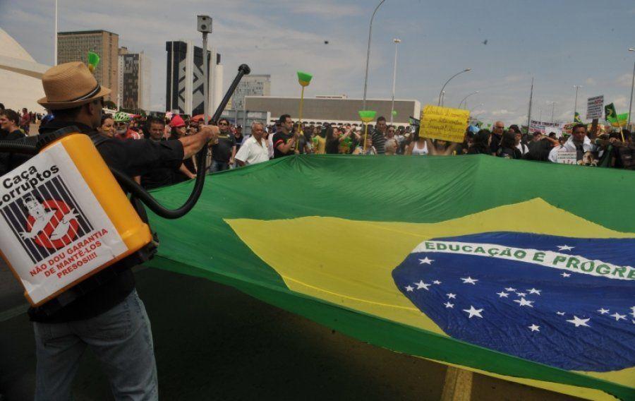 Marcha em defesa da constitucionalidade da Lei da Ficha Limpa, em 2011, e pelo fim do voto