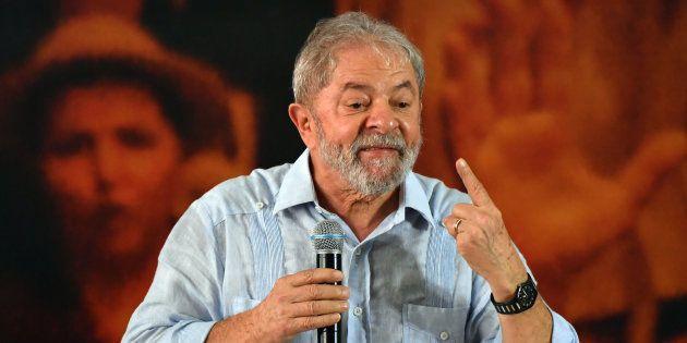 Embora em primeiro lugar nas pesquisas, Lula é ficha suja e tem baixíssimas chances de assumir a Presidência...