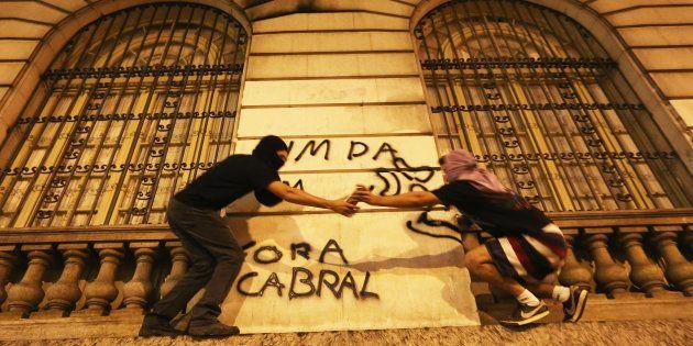 Protesto em 2015 contra o então governador do Rio de Janeiro, Sérgio Cabral, atualmente preso pela Lava