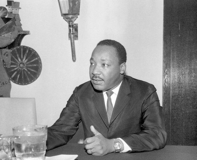 Ativista Martin Luther King em coletiva de