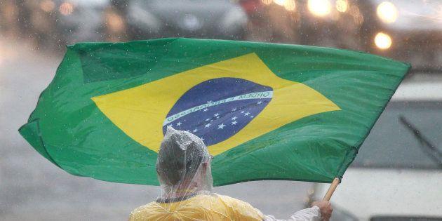 Com Lula ficha suja e Bolsonaro estável, pesquisa aponta volatilidade de