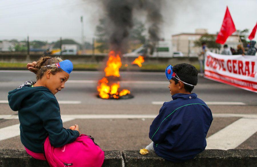 Crianças na greve geral, em abril de