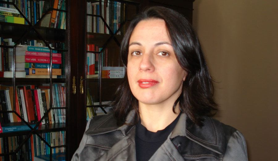 A pesquisadora Camila Nunes Dias escreveu o livro PCC: hegemonia nas prisões e monopólio da