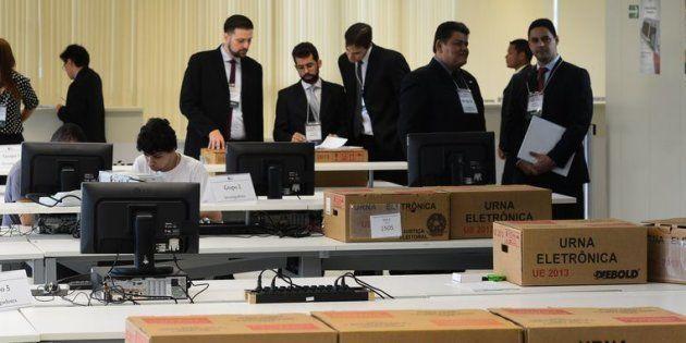 Teste de urnas eletrônicas do TSE em