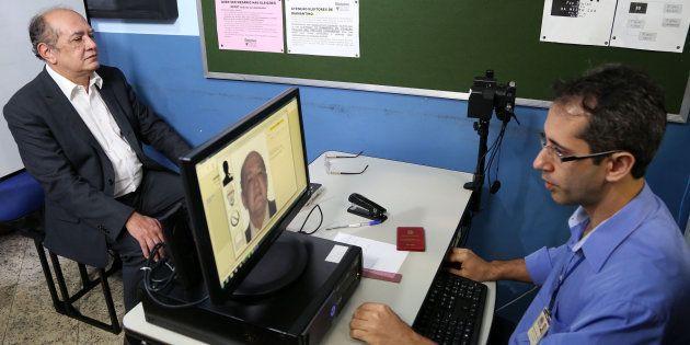Então presidente do TSE, mMnistro Gilmar Mendes inaugura biometria em Diamantino (MT), em janeiro de