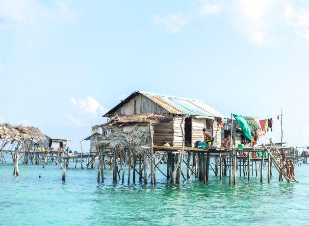 O povo Bajau vive em palafitas no meio do