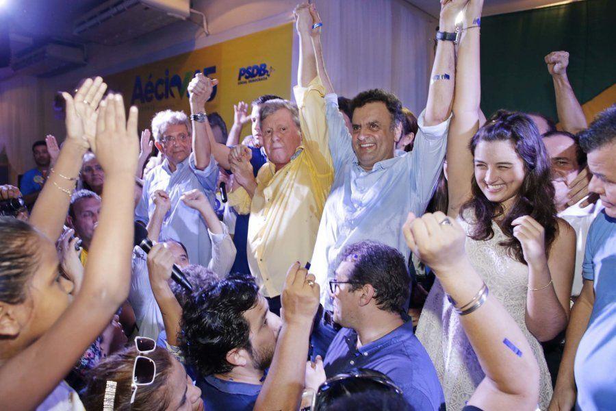 Arhur Virgílio ao lado do senador Aécio Neves, em 2014, na campanha presidencial do