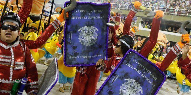 Desfile da Paraíso do Tuiuti critica reforma