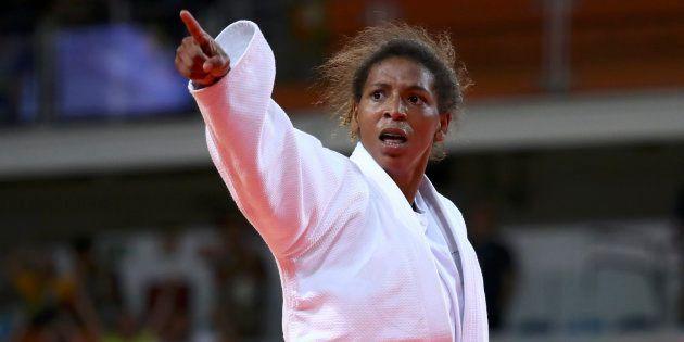 A judoca Rafaela Silva usou as redes sociais para enfrentar o