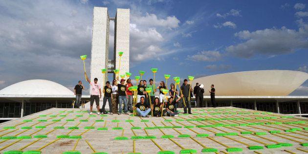 Manifestação na rampa do Congresso a favor do voto aberto e da Lei da Ficha Limpa, no ano seguinte à...