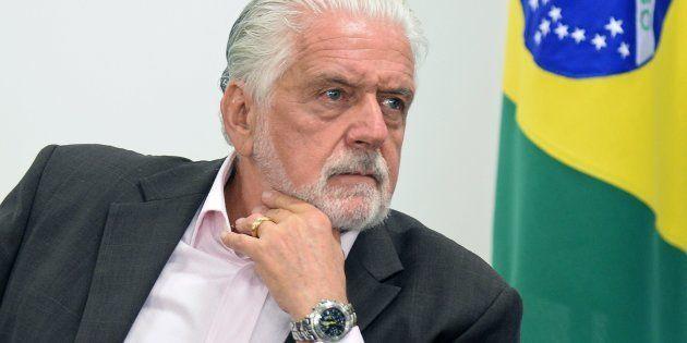 Na casa do ex-governador em Salvador, a Polícia Federal apreendeu documentos, mídias e 15 relógios de