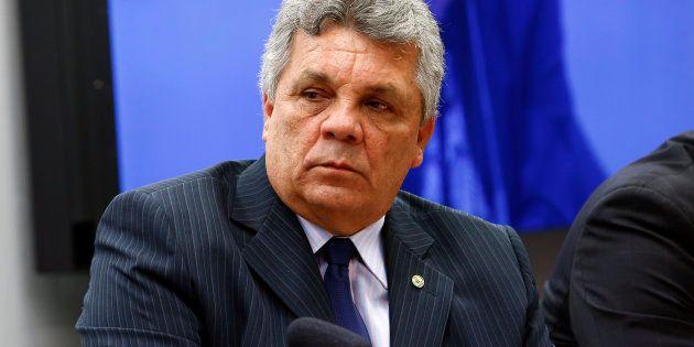 Presidente da bancada da segurança, Alberto Fraga (DEM-DF) diz que quer porte de armas com