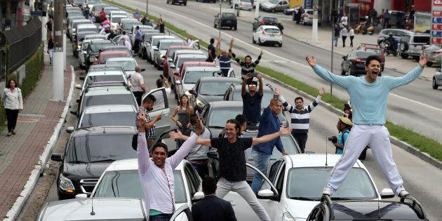 Motoristas da Uber protestam contra restrições ao aplicativo em protesto em São Paulo, em outubro de