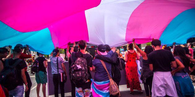 Grupo protesta a favor dos direitos de pessoas trans em janeiro de 2018, em São