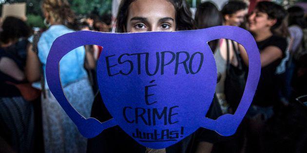 Projeto prevê pena para estupro coletivo de pelo menos 8 anos e no máximo 16 anos e 8