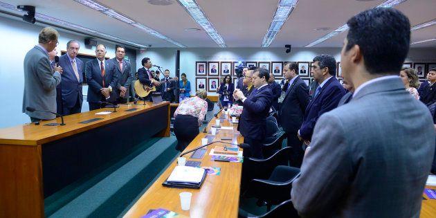 Líder do PCdoB diz que Eduardo Cunha usou bancada evangélica quando esteve no comando da Câmara para...