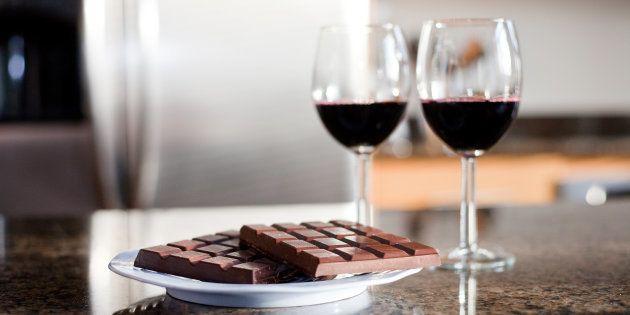 Chocolate basta para chocólatras, mas e para quem não dispensa uma taça de vinho?