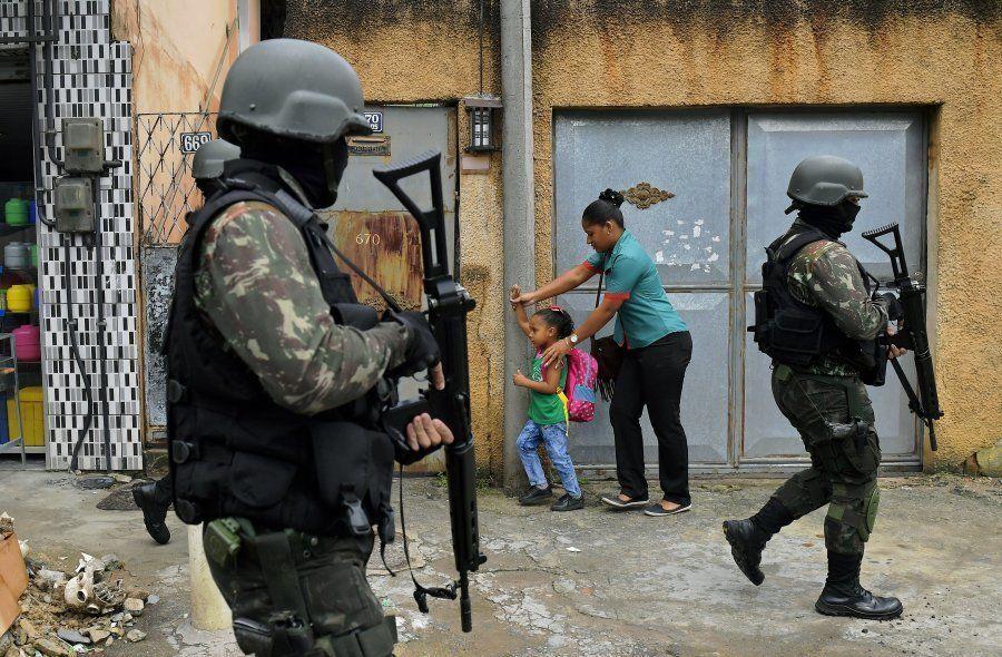 Intervenção federal de militares na segurança do Rio de Janeiro é medida paliativa, diz Ivo Herzog, filho...