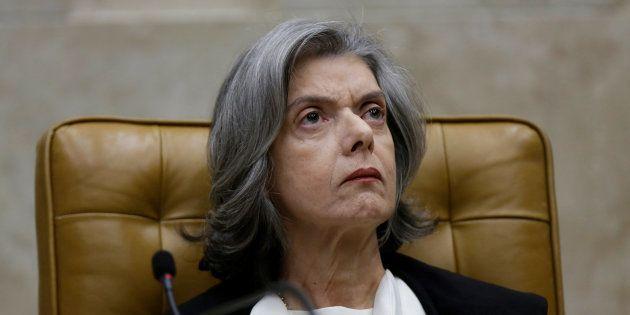 Presidente do STF, Cármen Lúcia resiste em pautar a revisão da decisão que prevê cumprimento da pena...