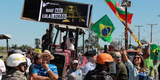 Após mulher ser internada por agressão em caravana do Lula pelo Sul, PT repudia atos de