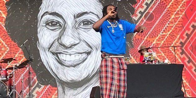 Rincon Sapiência foi um dos artistas que homenagearam a vereadora Marielle durante o 1º dia do