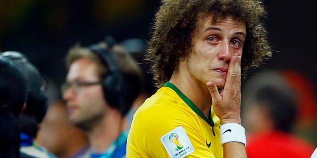 David Luiz chora após derrota do Brasil por 7 a 1 da Alemanha, no Mineirão, em