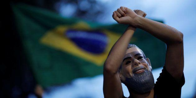 Manifestantes pedem prisão de Lula no dia do julgamento do habeas corpus preventivo do ex-presidente....